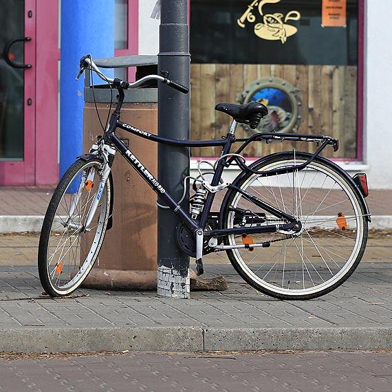 Tajemniczy rower na przystanku