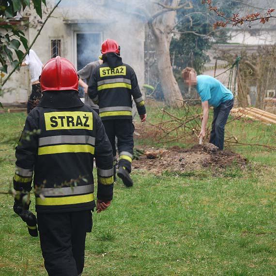 Młodzież urządziła sobie ognisko przy Krzywej. Interweniowali strażacy