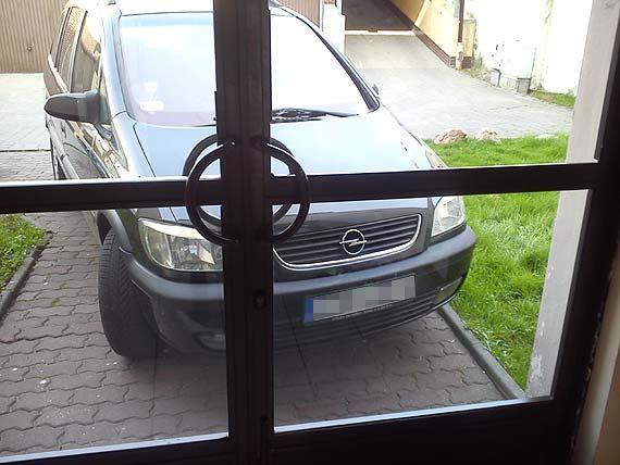 Mistrz parkowania zastawi Ci nawet wejście do klatki