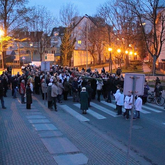 Droga krzyżowa przeszła ulicami Świnoujścia. Zobacz zdjęcia!