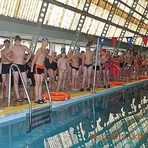Sztafety pływackie z okazji Dnia Patrona SP nr 1