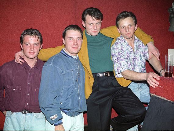 Manhattan, Palermo, ortalionowe dresy i disco kule! Zobacz szalone lata 90' oczami Sławomira Ryfczyńskiego!