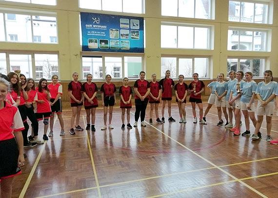 Szkoła Podstawowa nr 6 reprezentować będzie nasze miasto w rozgrywkach regionu B w piłce koszykowej dziewcząt