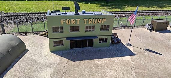 Miedzyzdroje: Od roku w Bałtyckim Parku Miniatur w Polsce jest Fort Trump. Zobacz film!