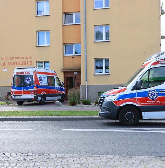 Starsza kobieta zemdlała, została przewieziona do szpitala