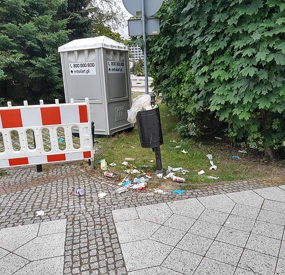 Turyści zwracają uwagę nie tylko na piękne i nowe - widzą sterty śmieci!