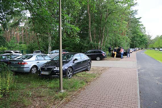 Klienci rynku przy Wojska Polskiego urządzili sobie własny parking!