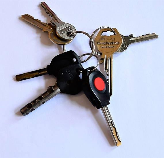 Kto zgubił klucze i telefony?