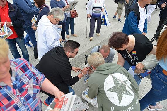 Świnoujścianie z poparciem dla Rafała Trzaskowskiego spotkali się na Placu Wolności. Zobacz film!