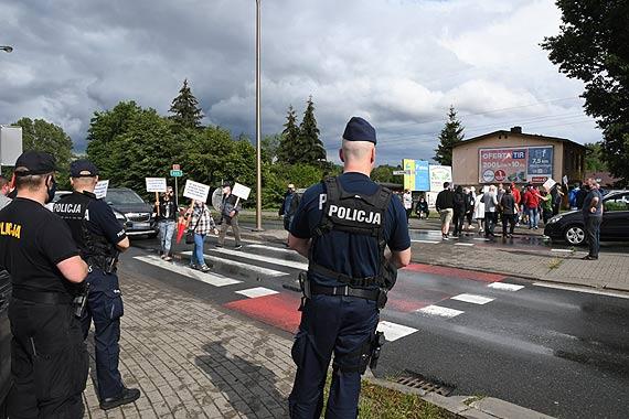 W proteście przeciw niszczeniu stoczni związkowcy blokowali rondo w Łunowie. Zobacz film!