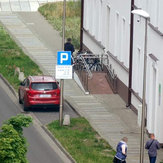 Mieszkaniec: Kierowco, inni też chcą zaparkować i zagłosować!