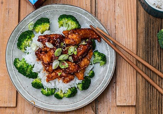 Przepis kulinarny Koreański kurczak z ryżem i brokułem