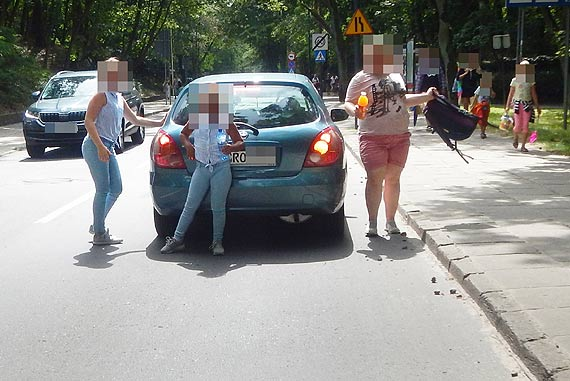 Mieszkaniec: Wysadził rodzinę na środku ulicy!