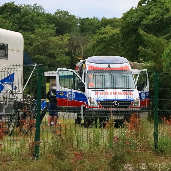 Ambulans na polu namiotowym
