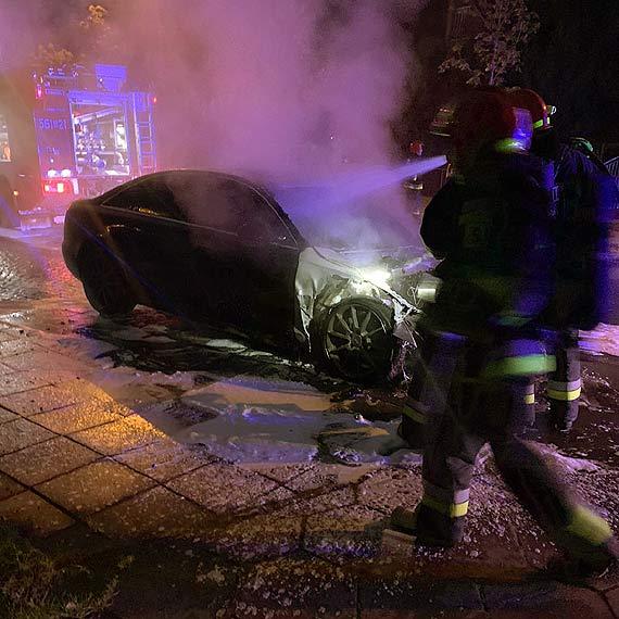 W nocy płonął samochód. Za wskazanie sprawcy podpalenia czeka nagroda!