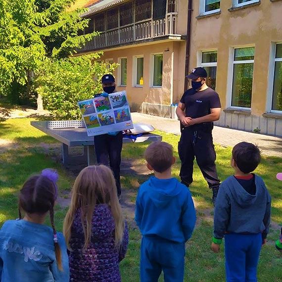 Bezpieczne wakacje ze świnoujskimi policjantami