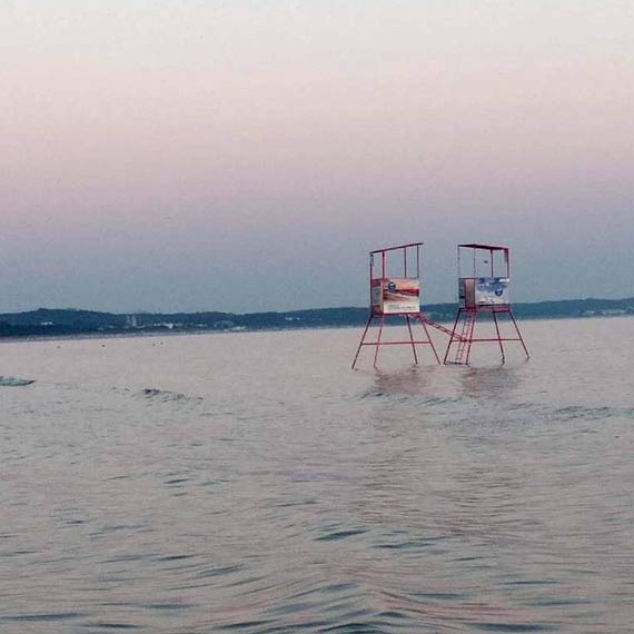 Co młodzież wyrabia na plaży w nocy?!