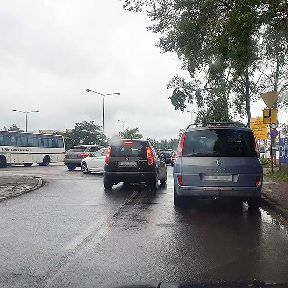 """Czytelnik: Z serii """"mistrz parkowania"""""""