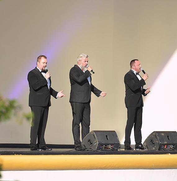 Na pożegnanie lata, tenorzy zaśpiewali na promenadowej scenie