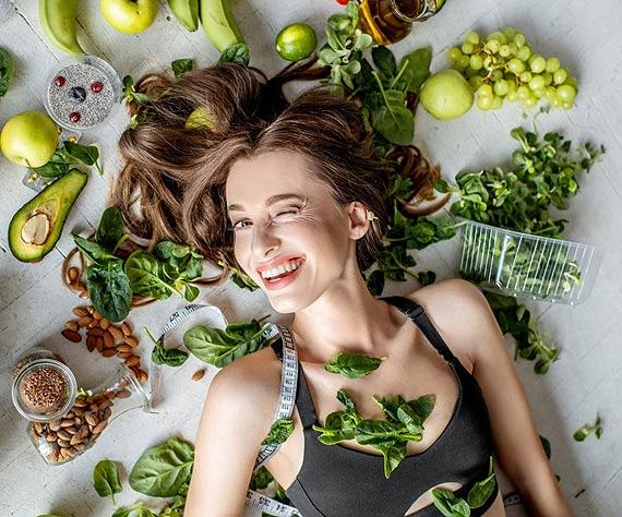 Dietetycy grzmią: łap witaminy, jedz sałaty! O co tyle szumu? Czy naprawdę warto rozkochać się w zielonych warzywach liściastych?