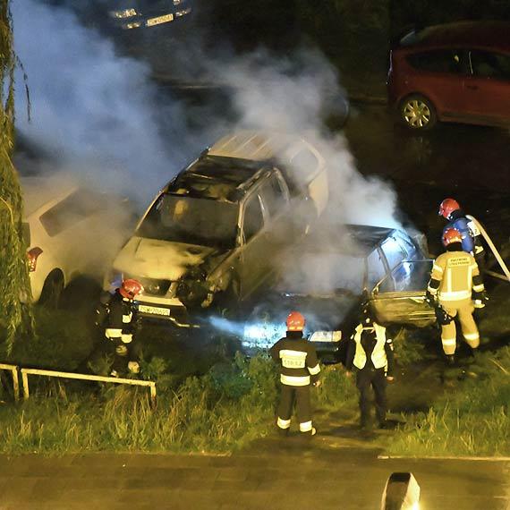 W nocy spłonęły dwa samochody