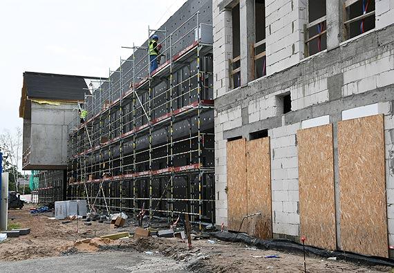 Zakład Opieki Długoterminowej. Kończą montować okna