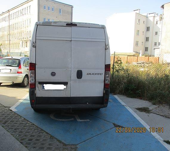 """Bez uprawnień na """"kopercie"""" nie parkujemy"""