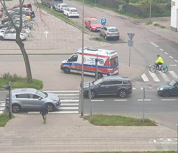 Potrącona przez samochód kobieta trafiła do szpitala