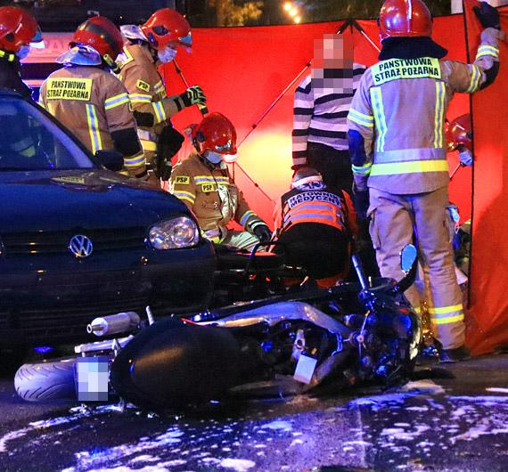 Zderzenie samochodu i motocykla. Został poszkodowany mężczyzna