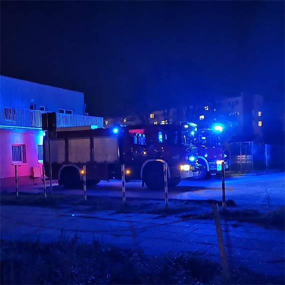 Strażacy musieli pomóc w zniesieniu pacjenta do karetki