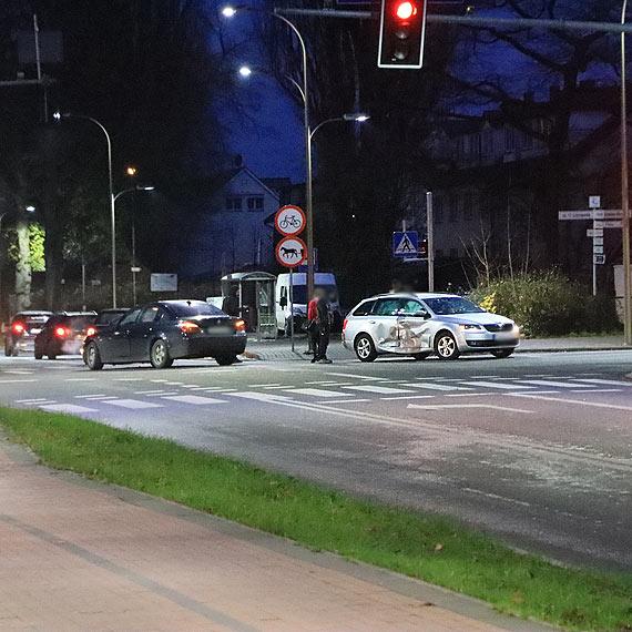 Dwie kraksy na skrzyżowaniu ulic Wojska Polskiego, Moniuszki i 11 Listopada