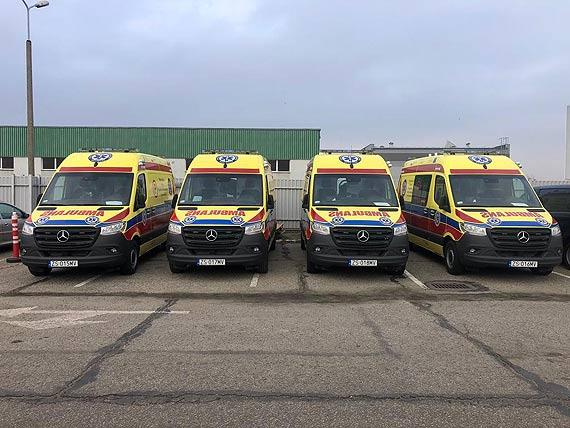 Cztery nowe, żółte ambulanse dla WSPR