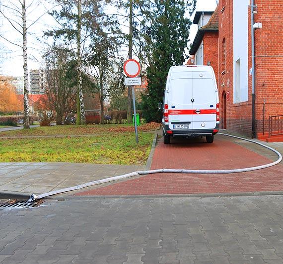 W budynku przy Wojska Polskiego pękła rura. Woda zalała piwnicę użytkowaną przez Pocztę Polską