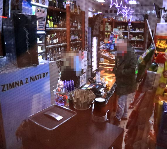 Mężczyzna ukradł pieniądze ze sklepowej kasy