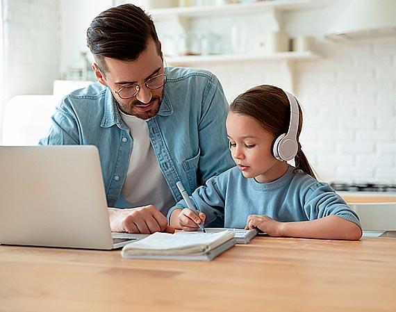 Pokolenie mp3 – coraz więcej osób z niedosłuchem. Winne słuchawki? Komentarz audiologa