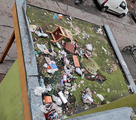 Tak dbają o swoje otoczenie mieszkańcy budynku przy ulicy Modrzejewskiej 20...