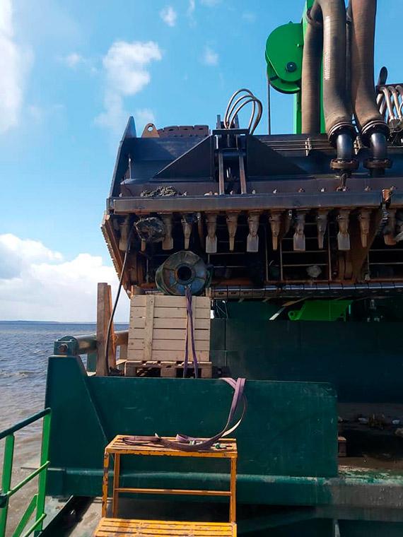 W trakcie prac na torze wodnym Szczecin - Świnoujście pogłębiarka natrafiła na bombę głębinową! [1]