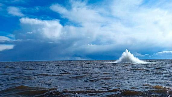 W trakcie prac na torze wodnym Szczecin - Świnoujście pogłębiarka natrafiła na bombę głębinową! [2]