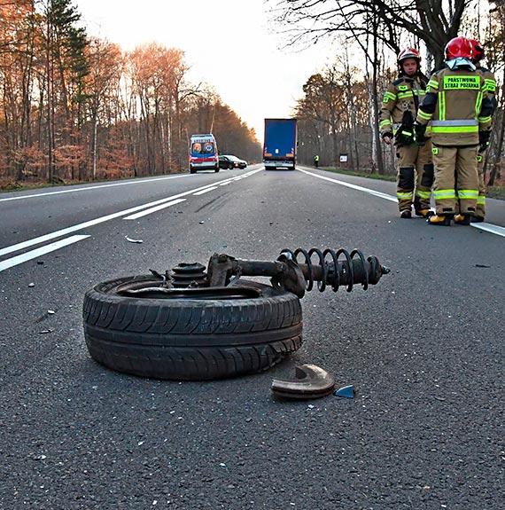 Na DK3 przed Międzyzdrojami zderzyły się dwa volkswageny. Jeden miał świnoujskie blachy. Zobacz film!