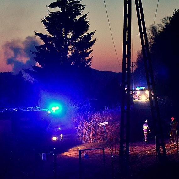 Pożar na działkach przy Szkolnej. 4 zastępy strażaków w akcji