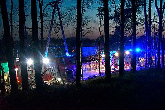 Pożar na działkach przy Szkolnej. 4 zastępy strażaków w akcji [2]