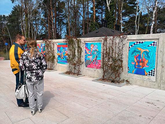 Duży format i mnóstwo koloru! Promenada miejscem mini-wystawy malarstwa Rafaela Barczaka