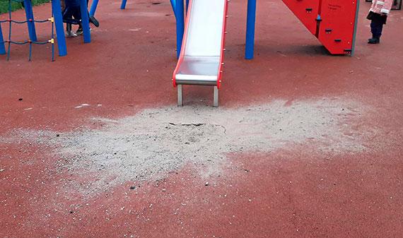 Mieszkaniec: Zniszczony plac zabaw