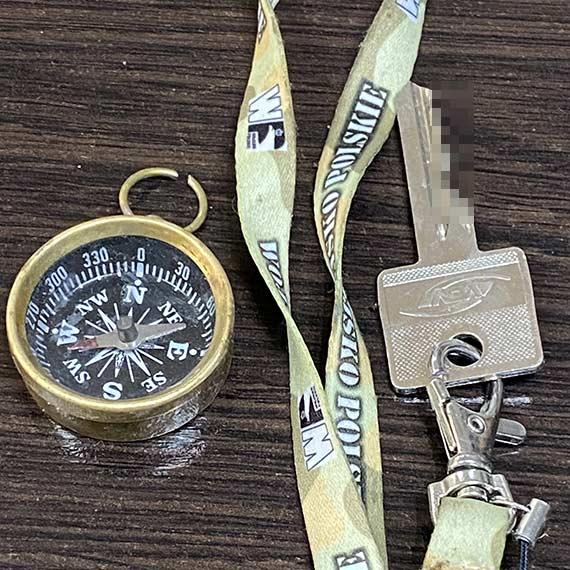 Znaleziono kompas i klucz - kto zgubił?