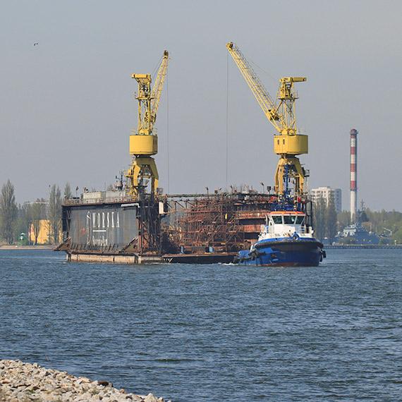 Łza się kręci w oku na ten widok! We wtorek dok świnoujskiej MSR odpłynął do Szczecina. Zobacz film! [1]