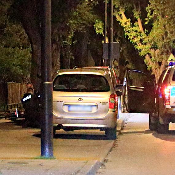Nocny pościg policji za rowerzystą. Mężczyzna został zatrzymany i skuty kajdankami