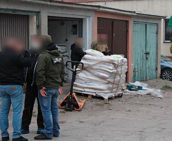 Strzały w centrum miasta! Funkcjonariusze CBŚP zatrzymali podejrzanych. Zobacz film!