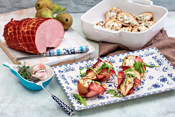 Pomysł na lekką, wiosenną przekąskę: sakiewki z szynką Dębową, gruszką i serem feta