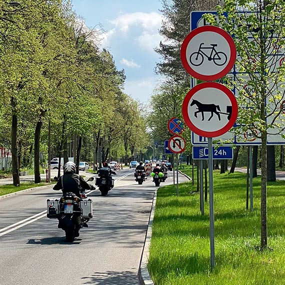 Zachodni sąsiedzi mogą już jechać do Polski. Na ulicach ruch większy, parkowanie znów jest problemem [1]
