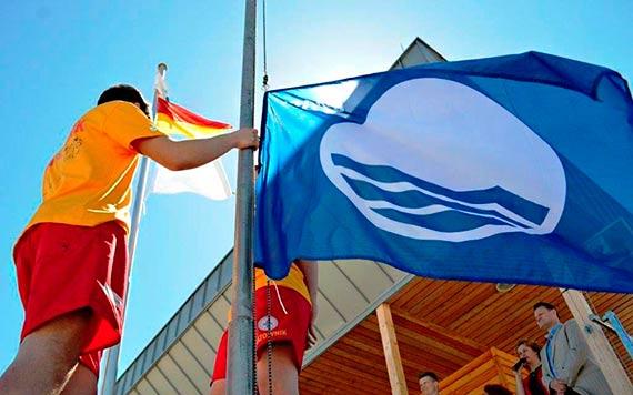 Błękitna flaga znów nad kąpieliskami i mariną